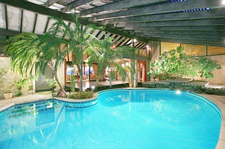 indoor-pool-deck-with-plants