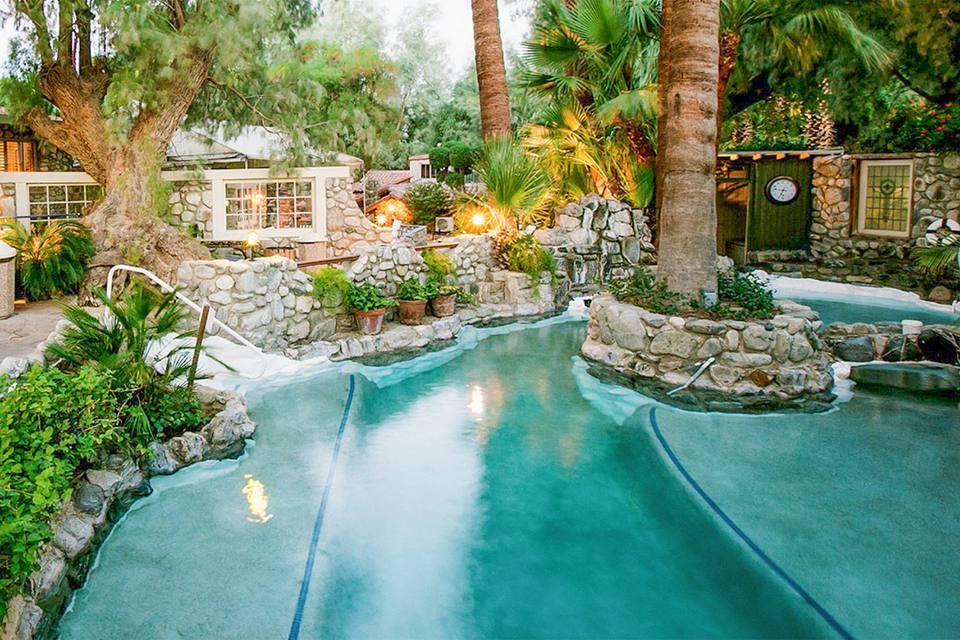 aesthetic-resort-swimming-pool-deck